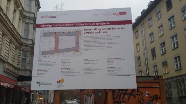 Bauschild rund um Arminiusmarkthalle