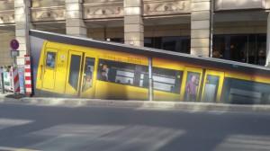 U-Bahn taucht auf